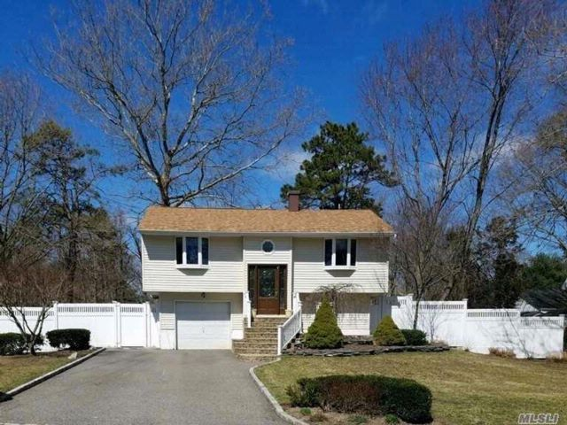 3 BR,  2.00 BTH  Hi ranch style home in South Setauket