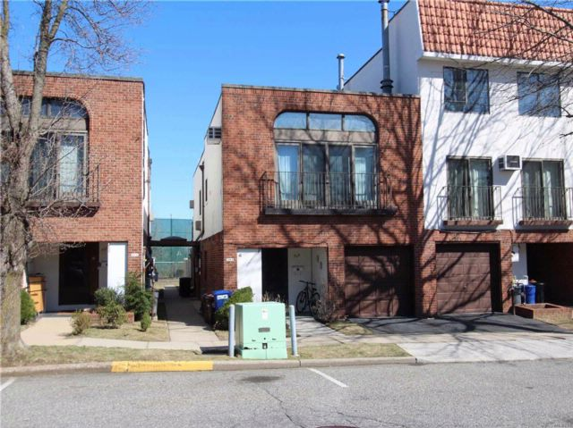 2 BR,  1.00 BTH  Condo style home in College Point