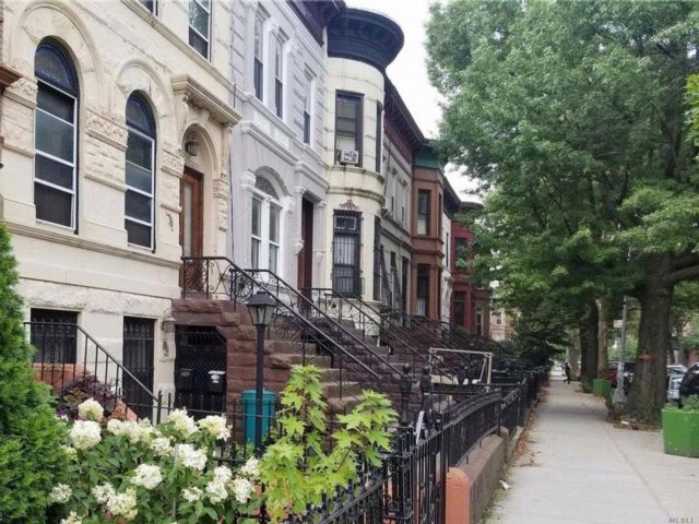 6 BR,  2.00 BTH Townhouse style home in Bushwick