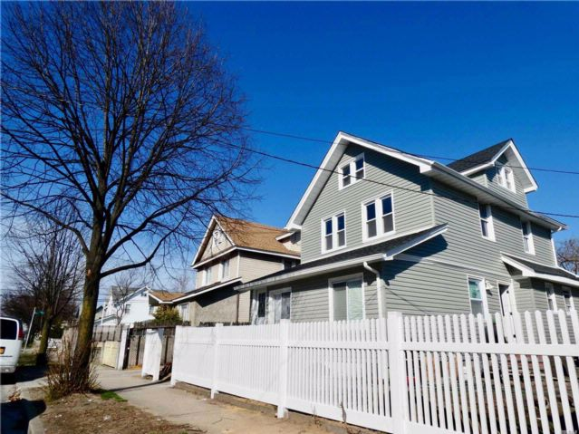 5 BR,  3.50 BTH  Colonial style home in Rosedale