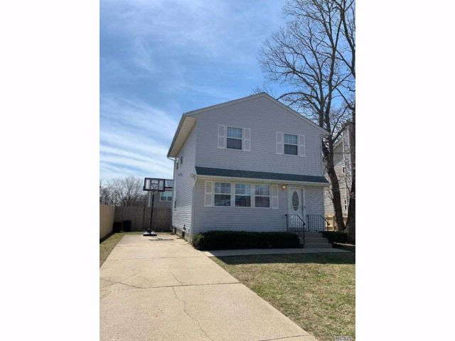 3 BR,  1.50 BTH Colonial style home in Copiague
