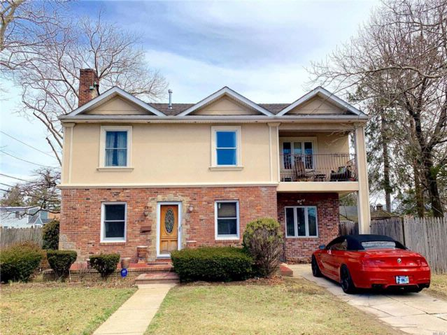 4 BR,  3.00 BTH  Colonial style home in West Hempstead
