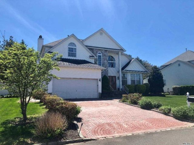 [Holtsville Real Estate, listing number 3049929]