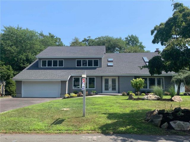 5 BR,  3.00 BTH  Contemporary style home in East Islip