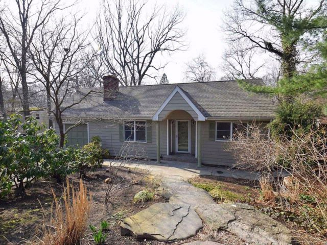2 BR,  3.00 BTH Ranch style home in Sound Beach