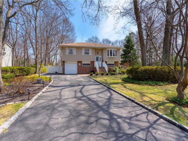 5 BR,  2.00 BTH Hi ranch style home in Islip
