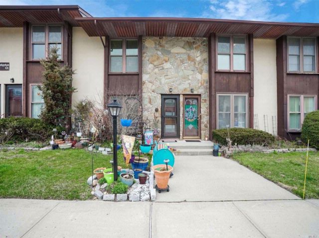 2 BR,  1.00 BTH Co-op style home in Selden