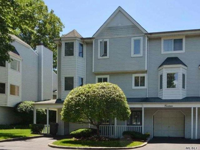 3 BR,  3.50 BTH  Townhouse style home in Glen Cove