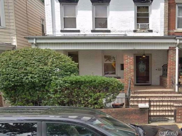 [Woodhaven Real Estate, listing number 3050559]
