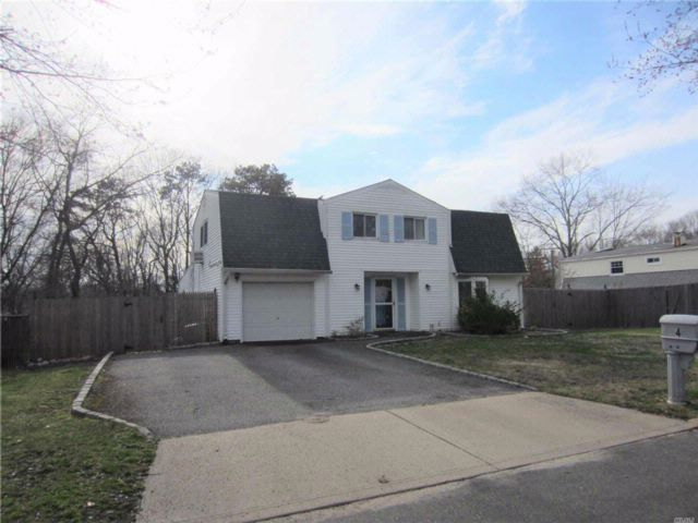 4 BR,  1.50 BTH  Colonial style home in Farmingville