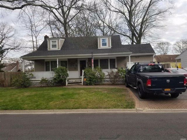 5 BR,  2.00 BTH  Cape style home in North Babylon
