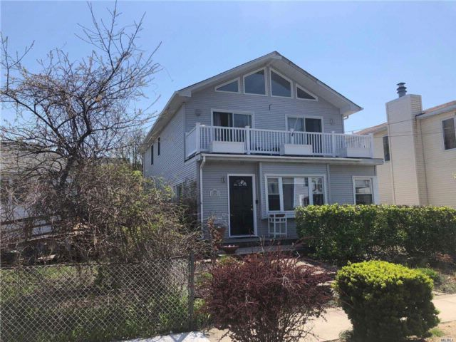 4 BR,  2.50 BTH Colonial style home in Atlantic Beach