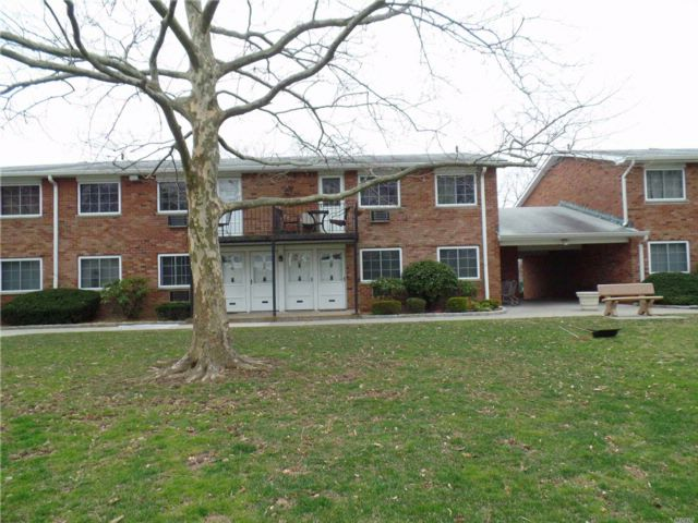 1 BR,  1.00 BTH Co-op style home in Farmingdale