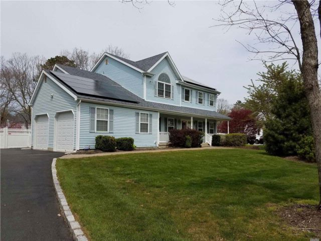 5 BR,  4.00 BTH Colonial style home in Shoreham