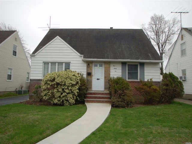 4 BR,  1.00 BTH Exp cape style home in New Hyde Park