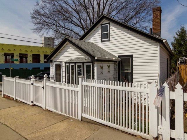 2 BR,  2.00 BTH  Bungalow style home in Maspeth