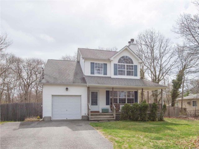 3 BR,  2.50 BTH Colonial style home in Mastic Beach