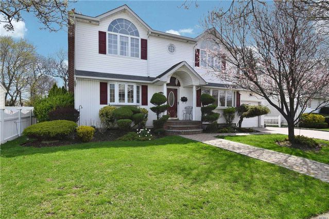 3 BR,  1.50 BTH  Colonial style home in Seaford