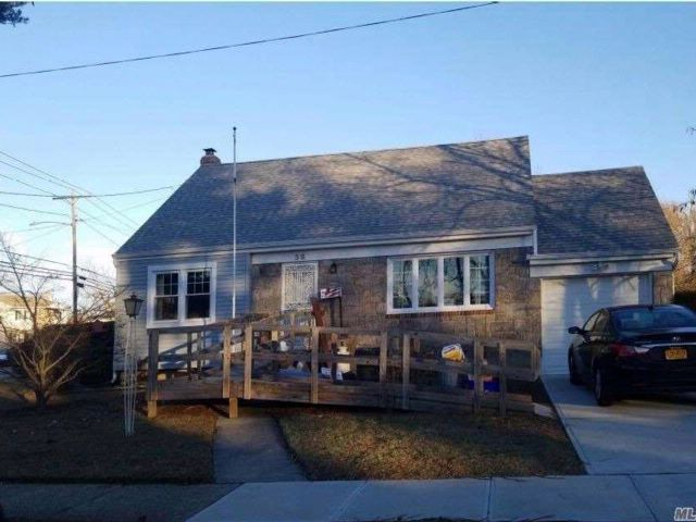 4 BR,  2.00 BTH  Cape style home in Roosevelt