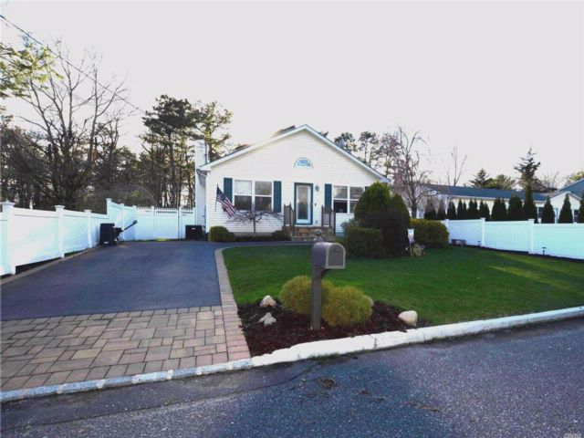 3 BR,  1.00 BTH Ranch style home in Miller Place