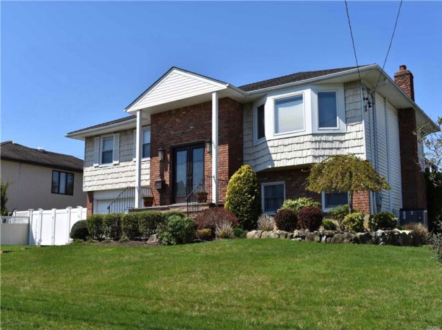 4 BR,  3.00 BTH  Hi ranch style home in Massapequa