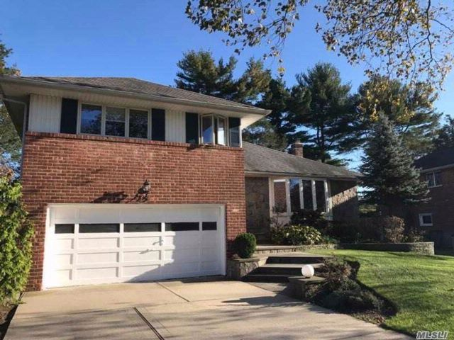 5 BR,  4.00 BTH  Split style home in Syosset