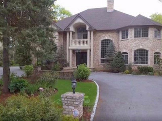 6 BR,  5.50 BTH Colonial style home in Dix Hills