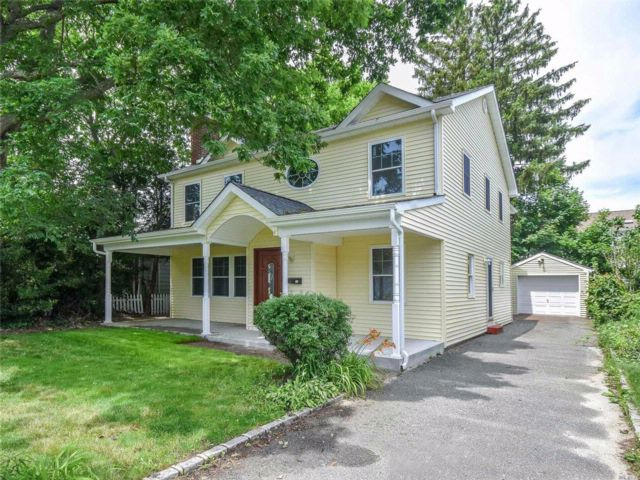 4 BR,  3.50 BTH  Colonial style home in Syosset