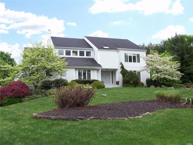 4 BR,  4.00 BTH Colonial style home in Setauket