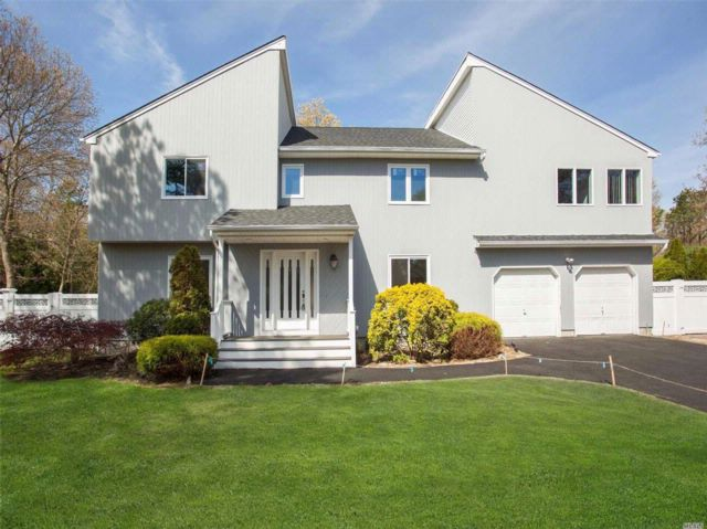 3 BR,  2.50 BTH  Contemporary style home in Manorville