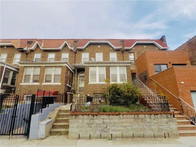 4 BR,  1.00 BTH  Townhouse style home in East Elmhurst