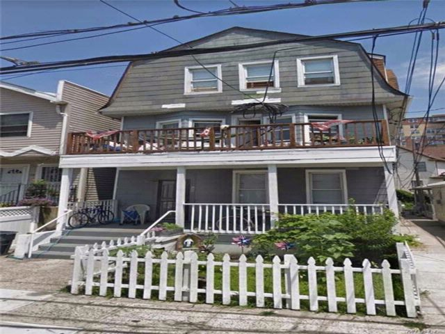 8 BR,  3.00 BTH  Other style home in Rockaway Beach