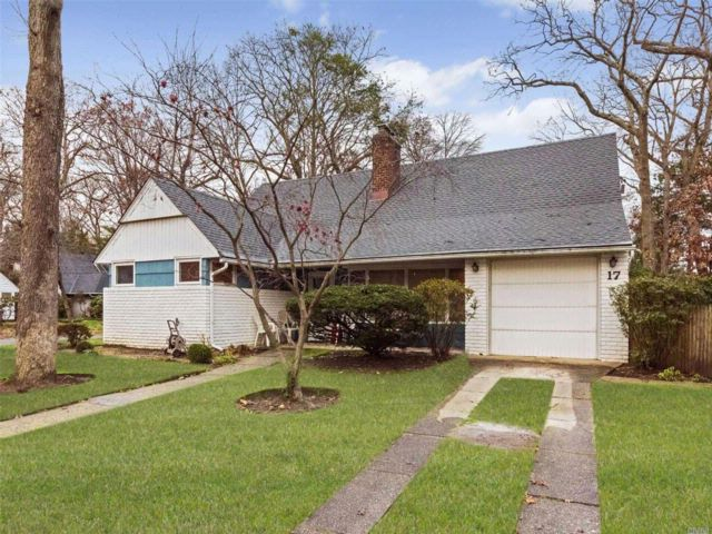 5 BR,  2.00 BTH  Ranch style home in Merrick