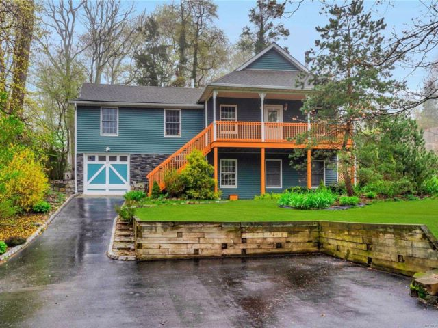 3 BR,  2.00 BTH Raised ranch style home in Rocky Point