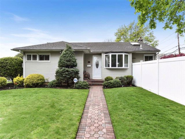 [East Meadow Real Estate, listing number 3054482]