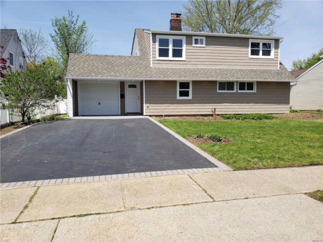 [Levittown Real Estate, listing number 3054487]