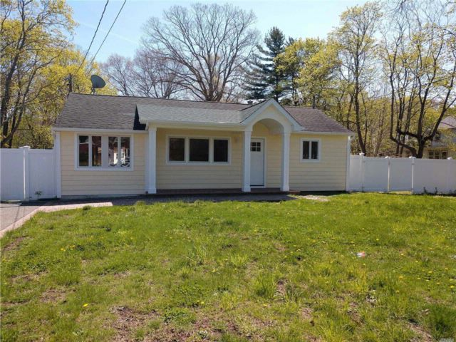 3 BR,  2.00 BTH  Ranch style home in Islip Terrace