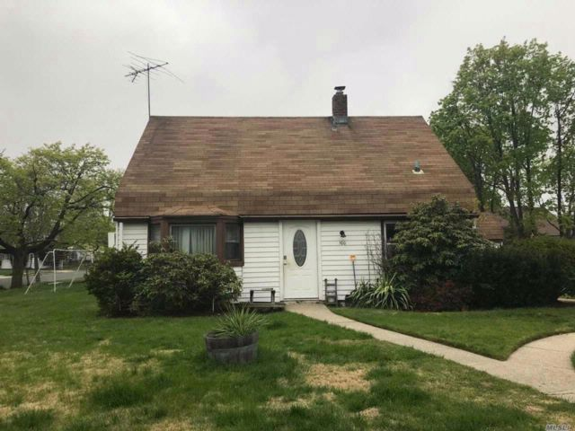 4 BR,  1.50 BTH  Cape style home in Levittown