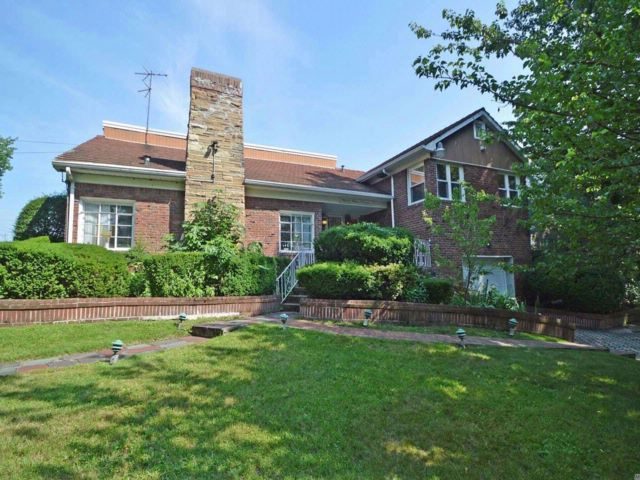 4 BR,  3.50 BTH  Colonial style home in Holliswood