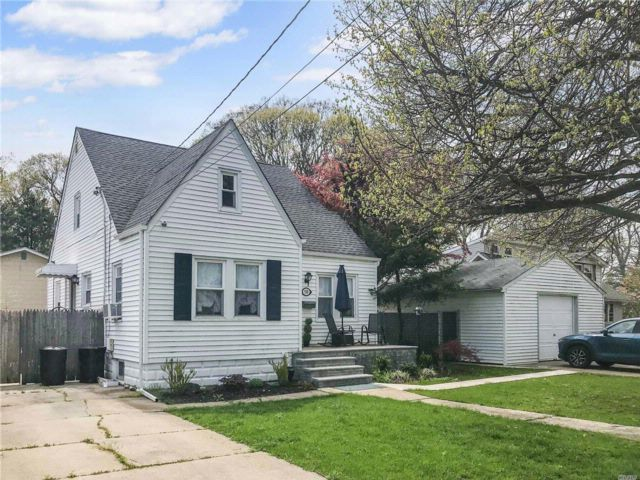 3 BR,  2.00 BTH Cape style home in West Hempstead