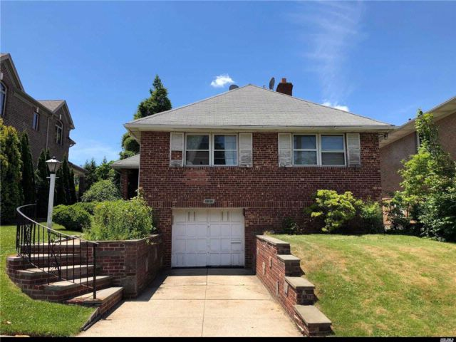 3 BR,  2.00 BTH Hi ranch style home in Bayside