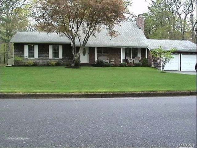 3 BR,  3.00 BTH Farm ranch style home in Wading River