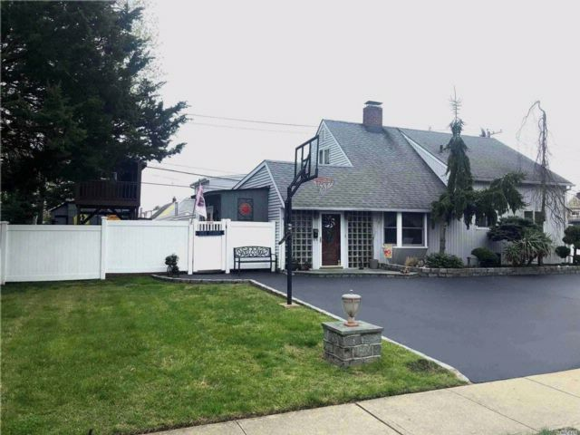[Wantagh Real Estate, listing number 3056693]