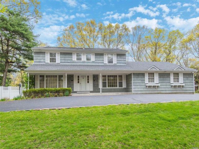 5 BR,  3.00 BTH  Colonial style home in Old Field