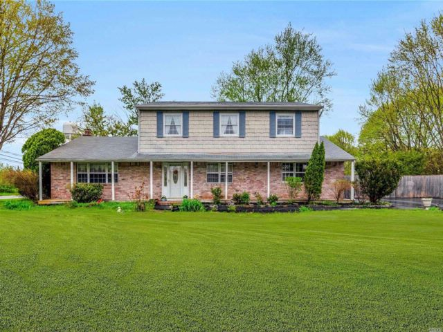 5 BR,  3.00 BTH  Colonial style home in Port Jefferson Station