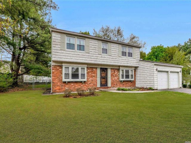 4 BR,  2.55 BTH Colonial style home in Stony Brook