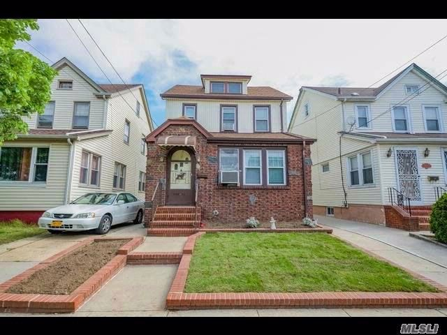 3 BR,  1.50 BTH  Colonial style home in Rosedale