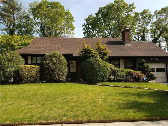 5 BR,  3.00 BTH Ranch style home in Merrick