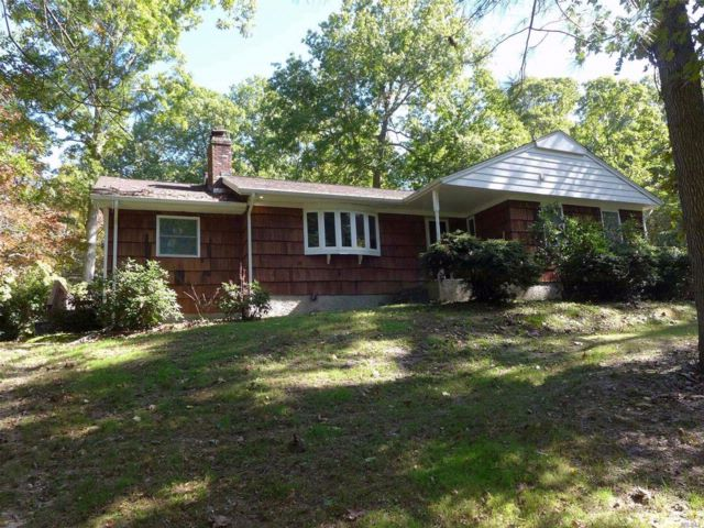 3 BR,  2.00 BTH  Ranch style home in Middle Island