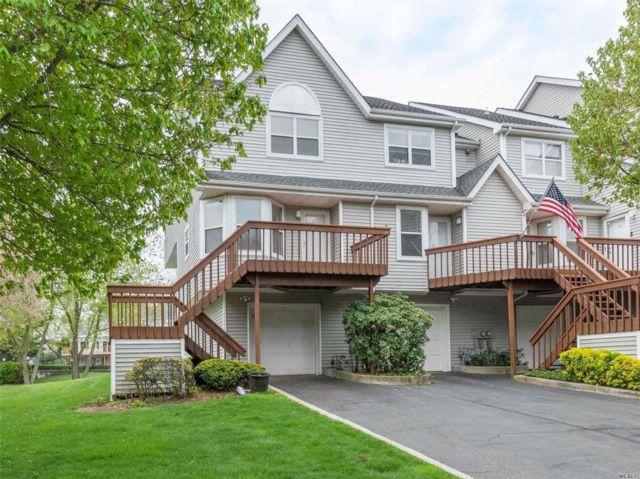 3 BR,  2.50 BTH  Condo style home in Port Jefferson